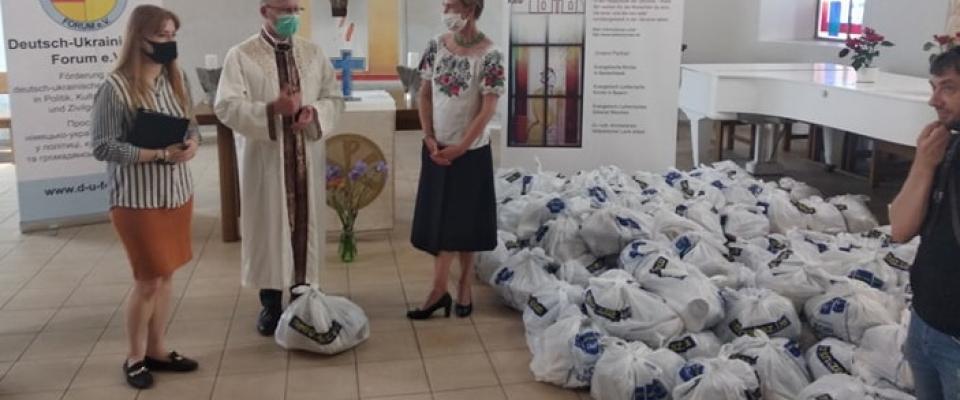 От немцев — украинцам: продуктовые наборы для самых уязвимых