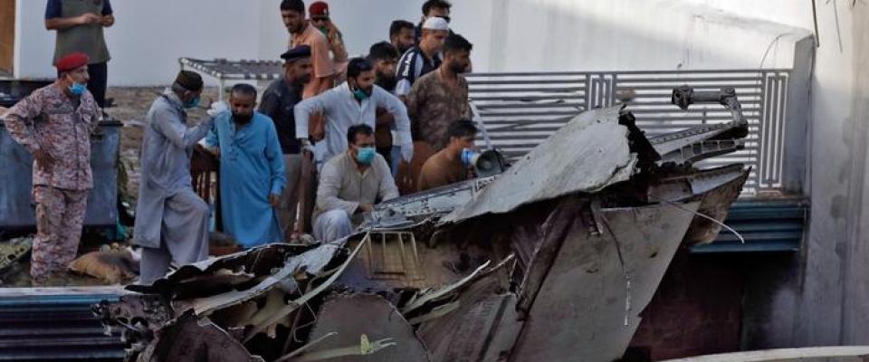 Наши молитвы — с пострадавшими в авиакатастрофе в Пакистане и их близкими