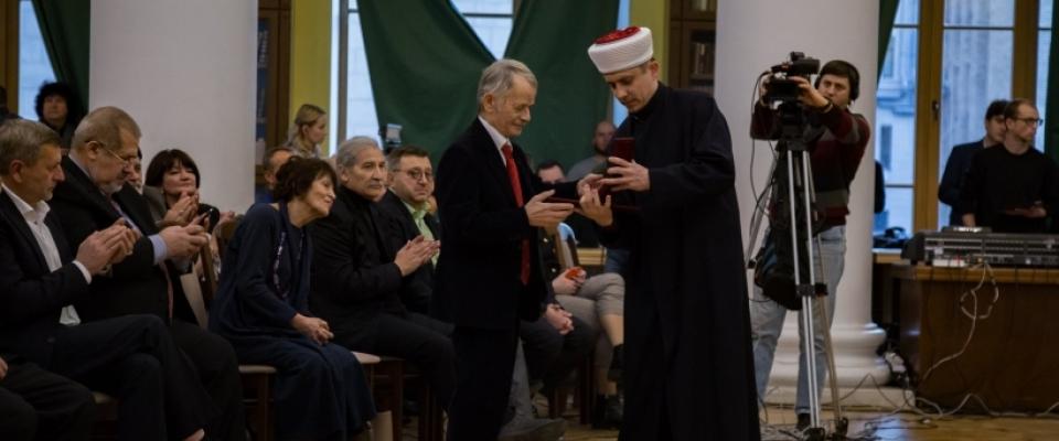 Мустафу Джемілєва нагороджено медаллю «За служіння Ісламу та Україні»