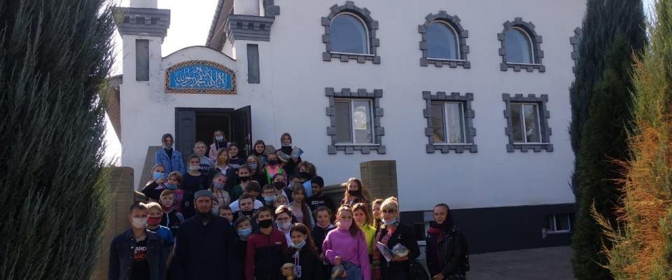 Семиклассники в мечети Константиновки: детское любопытство и недетские стереотипы